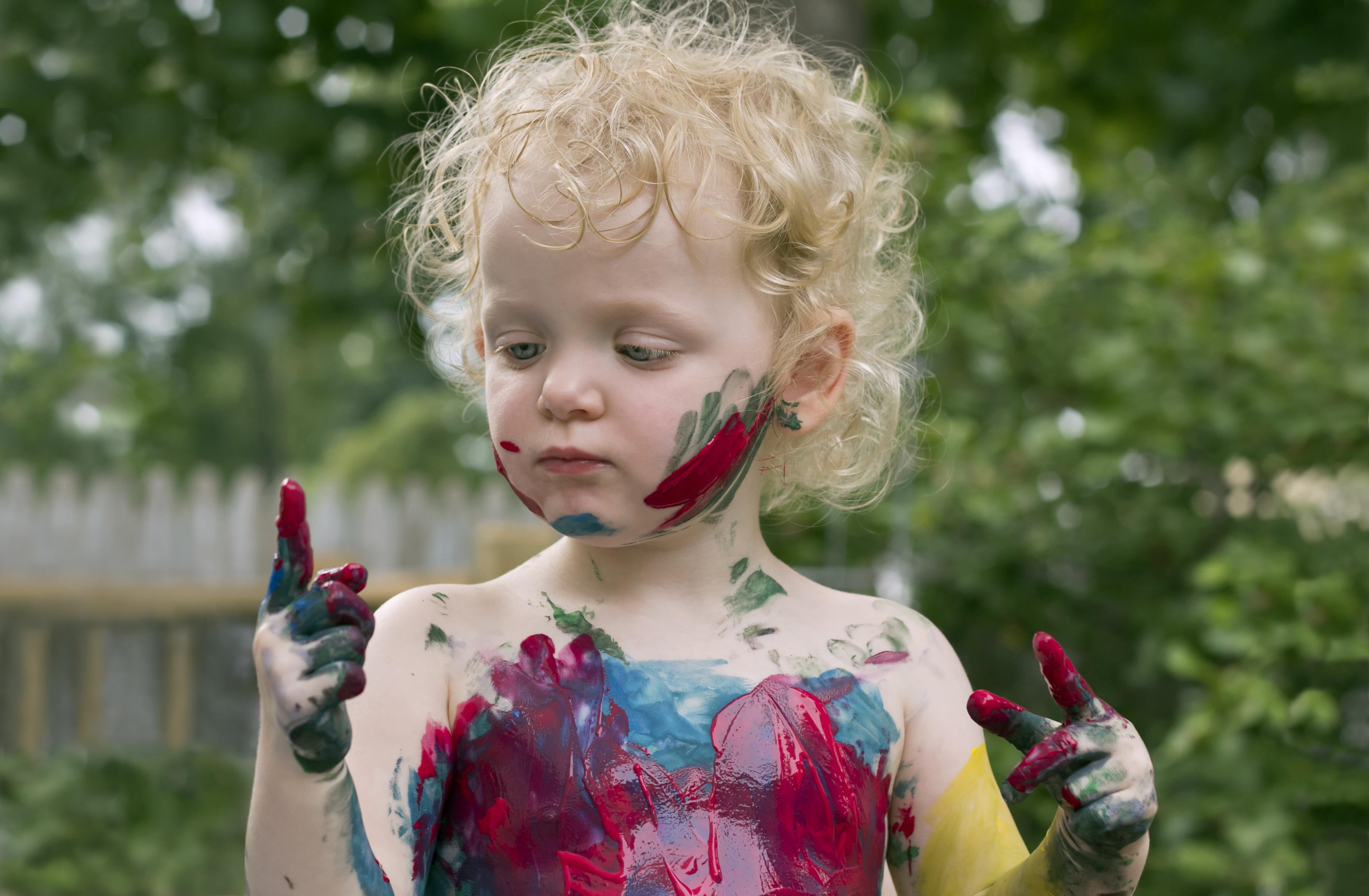 Uma criança precisa de aulinhas ou explorar e fazer descobertas?