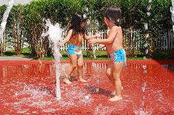 Primetime - Water Play – Vários tipos de fontes permitem interação com a água de forma lúdica.